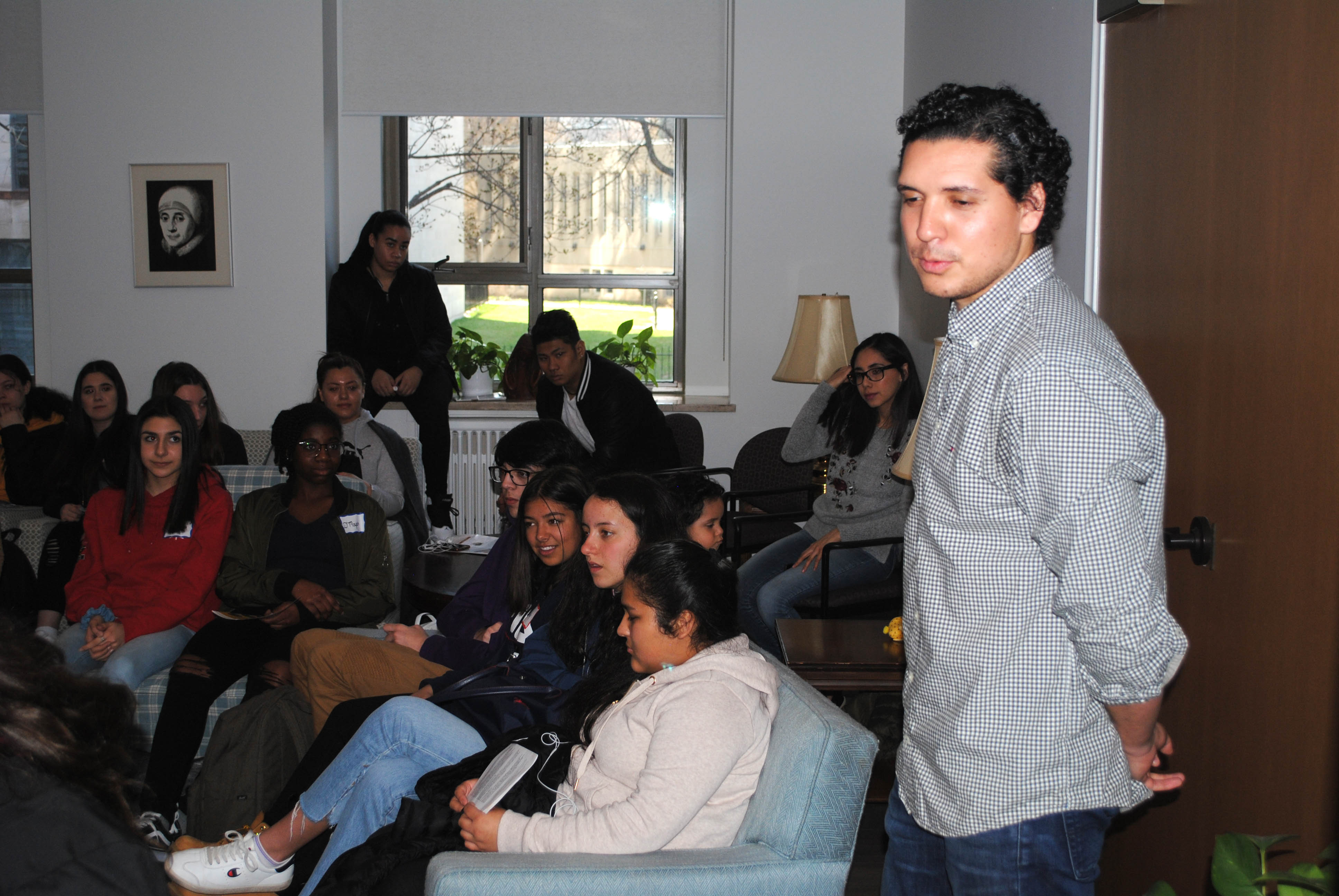 Emiliano Martínez raconte son histoire aux élèves de Y4O (Photo : CJI).