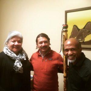 Le P. Arturo avec le P. Hasina Rakotoarisoa SJ et Donna Naughton, directrice générale de Kateri MInistry (Crédit photo : P. Niemeyer/CJI)