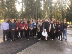 Le Père Arturo avec des étudiants à Ancaster, Ontario (Crédit photo : P. Niemeyer/CJI)